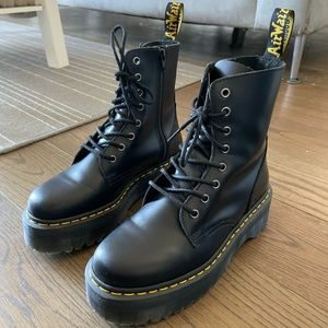 Dr. Martens Jadon Platform 8-eye boot